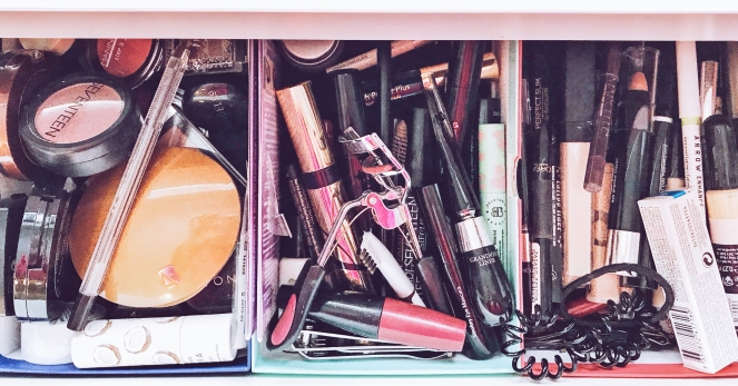 dressing table make up declutter drawer