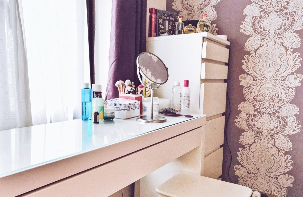 dressing table make up declutter